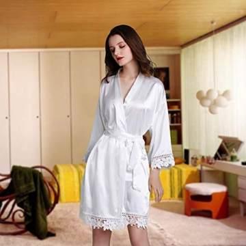 Westkun Damen Morgenmantel Bademantel Satin Sexy V-Ausschnitt Kimono Kurz Robe mit Gürtel Nachthemd für Braut Nachtwäsche Mit Blumenspitze(Weiß,o) - 2