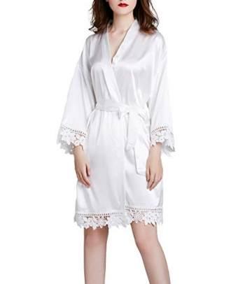 Westkun Damen Morgenmantel Bademantel Satin Sexy V-Ausschnitt Kimono Kurz Robe mit Gürtel Nachthemd für Braut Nachtwäsche Mit Blumenspitze(Weiß,o) - 1